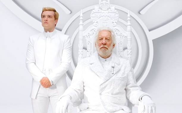 Peeta e presidente Snow para o anunciado da TV Capital.