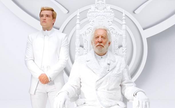 Peeta e presidente Snow para o anunciado da TV Capital.