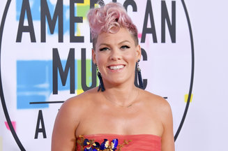 pink-2017-ama-awards-carpet-billboard-1548
